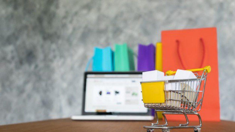 ניהול חנות וירטואלית למותגי אופנה ואביזרים